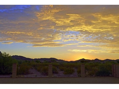 Vivienda unifamiliar for sales at Beautifully Maintained Home In The Desirable Continental Reserve Community 8201 N Amber Burst Drive Tucson, Arizona 85743 Estados Unidos