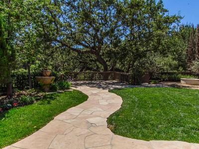 Villa for sales at Colodny Drive 5713 Colodny Drive  Agoura Hills, California 91301 Stati Uniti