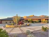 Villa for sales at Luxurious Golf Course Home with Magnificent Mountain Views in Gold Canyon 3748 S Spanish Bell Court   Gold Canyon, Arizona 85118 Stati Uniti