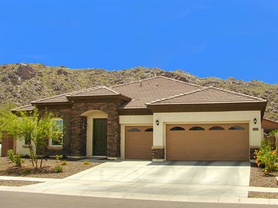 Casa para uma família for sales at Beautiful Home With Custom Finishes & Stunning Views Of South Mountain 611 E Mineral Rd Phoenix, Arizona 85042 Estados Unidos