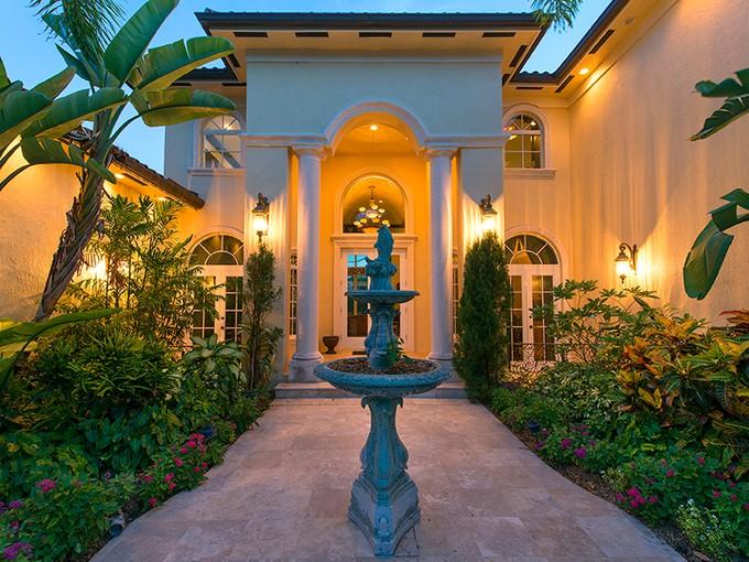 단독 가정 주택 for sales at Mediterranean Waterfront Home at Ocean Reef 15 Harbor Island Drive  Ocean Reef Community, Key Largo, 플로리다 33037 미국