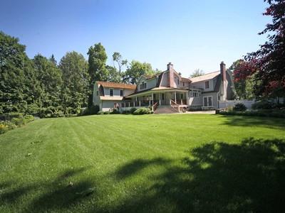 獨棟家庭住宅 for sales at Today's Country Estate 202 Mansfield Avenue Darien, 康涅狄格州 06820 美國