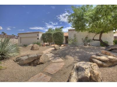 Einfamilienhaus for sales at Beautiful Remodel in Moon Valley Neighborhood of Sunset North 15041 N Moon Valley Drive Phoenix, Arizona 85022 Vereinigte Staaten