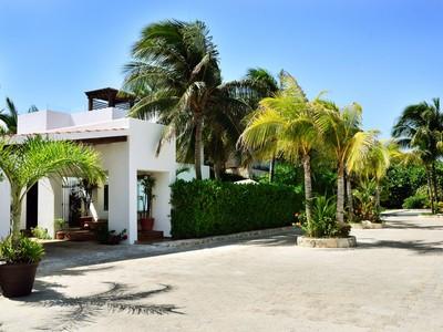 Single Family Home for sales at CASA CORAZÓN CASA CORAZÓN Arrecife de Xaman Ha  Playa Del Carmen, Quintana Roo 77710 Mexico