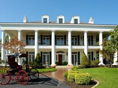 Частный односемейный дом for sales at Southern Elegance 918 Norrington Way St. Louis, Миссури 63026 Соединенные Штаты