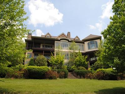 Casa para uma família for sales at Jefferson Landing Estate 302 East Landing Ridge Circle Jefferson, Carolina Do Norte 28640 Estados Unidos