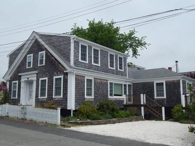 共管物業 for sales at West End Condo with Bay Views 5 Cottage Street, Unit 1 Provincetown, 麻塞諸塞州 02657 美國