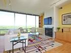Appartement en copropriété for sales at Magnificent Penthouse Condo 9655 Woods Drive Unit 1910 Skokie, Illinois 60077 États-Unis