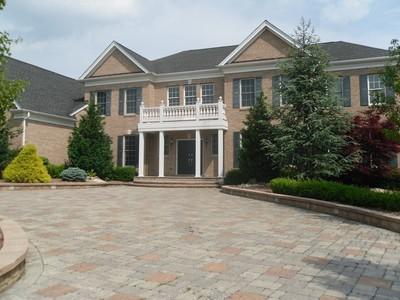 Частный односемейный дом for sales at 9 Genek Ct.   Freehold, Нью-Джерси 07728 Соединенные Штаты