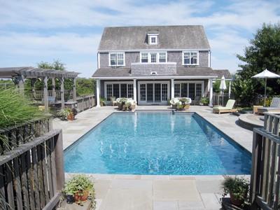 Casa para uma família for sales at This Compound Has It All! 35 Wigwam Road 33 Wigwam Road Nantucket, Massachusetts 02554 Estados Unidos