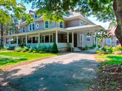 Casa para uma família for sales at Unique Portico Colonial 15 Palmer Avenue Swampscott, Massachusetts 01907 Estados Unidos