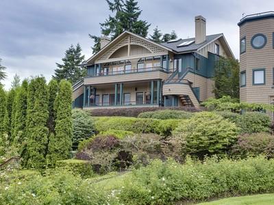 Townhouse for sales at Desirable Harbourside 530 Wood Ave SW #B Bainbridge Island, Washington 98110 United States