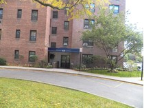 Mietervereinswohnung for sales at Newly Painted 2 Bedroom Co-op 620 Pelham Road #4F   New Rochelle, New York 10805 Vereinigte Staaten