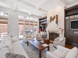 Maison unifamiliale for Ventes at Incredible Sun Filled Home 1841 N Sedgwick Street Chicago, Illinois 60614 États-Unis