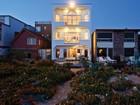 Maison unifamiliale for  rentals at 16421 S Pacific Ave    Sunset Beach, Californie 90742 États-Unis