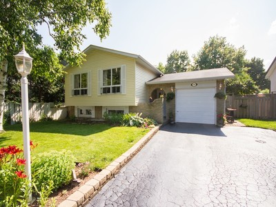 Nhà ở một gia đình for sales at Raised Ranch Bungalow 2481 Bridge Road West Oakville, Ontario L6L2H3 Canada