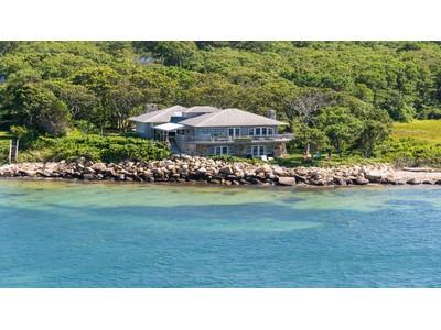 Maison unifamiliale for sales at High Quality Waterfront Home 43 Passamaquoddy Avenue Vineyard Haven, Massachusetts 02568 États-Unis