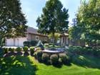 Maison unifamiliale for sales at 7055 Sarah Dr , Chaska, MN 55318 7055  Sarah Dr Chaska, Minnesota 55318 United States