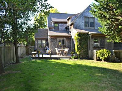 独户住宅 for sales at Naushop - Utmost Convenience! 9 Goldfinch Drive Nantucket, 马萨诸塞州 02554 美国