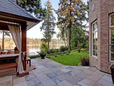 Casa para uma família for sales at Elegant Hunts Point Home 3810 Hunts Point Rd Hunts Point, Washington 98004 Estados Unidos