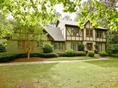 Vivienda unifamiliar for sales at Dunwoody Custom Tudor Home 2959 Spalding Drive Atlanta, Georgia 30350 Estados Unidos
