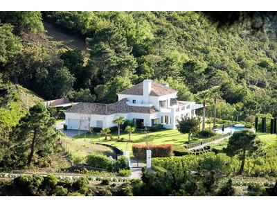 Частный односемейный дом for sales at Delightful villa situated in La Zagaleta  Benahavis, Costa Del Sol 29679 Испания