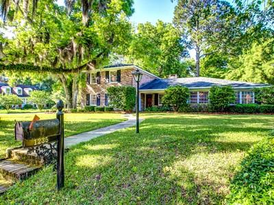 단독 가정 주택 for sales at Fairway Oaks 1235 Lawndale Road Savannah, 조지아 31406 미국