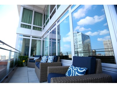 Condomínio for sales at Beautiful Penthouse In Full Service Building 1 Charles Street South Unit PH103 Boston, Massachusetts 02116 Estados Unidos