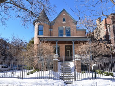 Nhà ở một gia đình for sales at Five Star Renovation of Historic Home 3500 N Janssen Avenue Chicago, Illinois 60657 Hoa Kỳ