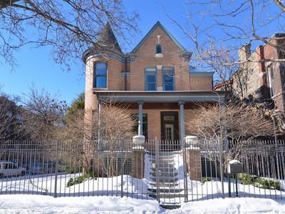 단독 가정 주택 for sales at Five Star Renovation of Historic Home 3500 N Janssen Avenue Chicago, 일리노이즈 60657 미국