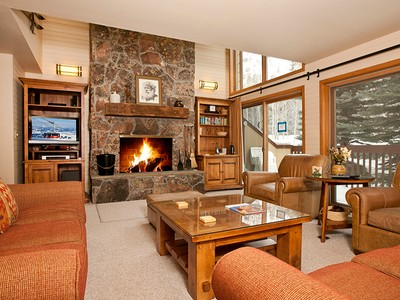 Eigentumswohnung for sales at Fresh, Luxurious Ski Retreat 3675 W. Michael Drive unit #9  Teton Village, Wyoming 83025 Vereinigte Staaten
