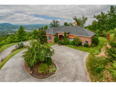 Casa para uma família for sales at Gorgeous Views of the Tennessee Smoky Mountains! 3121 Smokies Edge Road  Sevierville, Tennessee 37862 Estados Unidos