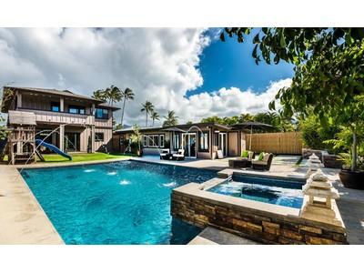 Maison unifamiliale for sales at Modern Chic in Kailua 142 Pukoa Street Kailua, Hawaii 96734 États-Unis