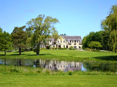 Maison unifamiliale for sales at Sprawling Hamilton Estate 408 Bridge Street Hamilton, Massachusetts 01982 États-Unis