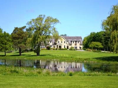 Villa for sales at Sprawling Hamilton Estate 408 Bridge Street Hamilton, Massachusetts 01982 Stati Uniti