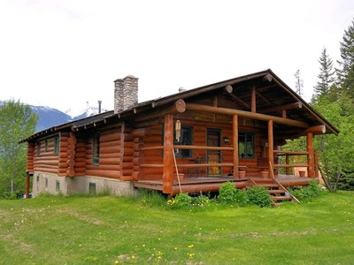 Maison unifamiliale for sales at Log Home Away from it all 2416 Campbell Road Golden, Colombie-Britannique V0A1H7 Canada