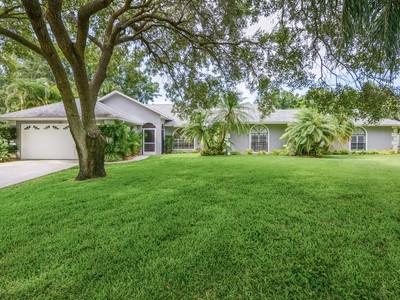 Moradia for sales at Sprawling Pool Home in Courtside 320 38th Sq SW  Vero Beach, Florida 32968 Estados Unidos