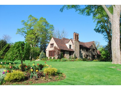 Casa para uma família for sales at Exquisite and Sunny Norman Tudor 48 Chesterfield Rd Scarsdale, Nova York 10583 Estados Unidos