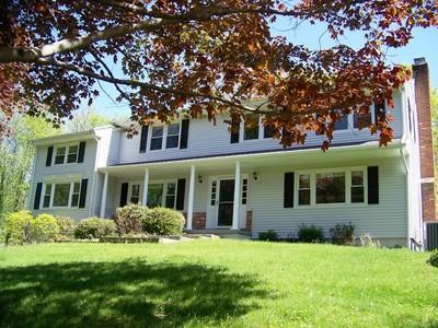 단독 가정 주택 for sales at Westmoreland 5 Bedroom Colonial 8 Hamilton Road Ridgefield, 코네티컷 06877 미국