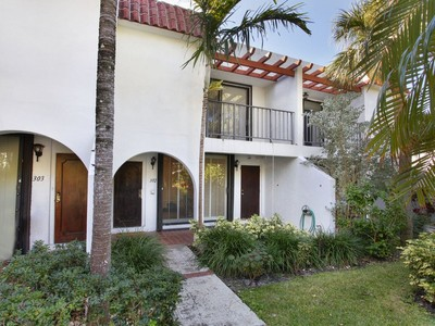 Appartement en copropriété for sales at 450 Grapetree Drive 450 Grapetree Drive 302 Key Biscayne, Florida 33149 États-Unis