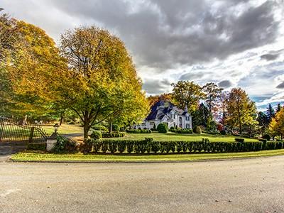 独户住宅 for sales at Colonial Masterpiece 13 Sadie Hutt Southborough, 马萨诸塞州 01772 美国
