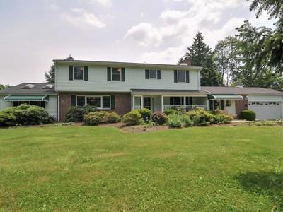 Maison unifamiliale for sales at 77 Hope Road  Tinton Falls, New Jersey 07724 États-Unis
