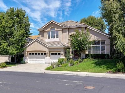 Villa for sales at Sophisticated Upgrades 1032 McCauley Road Danville, California 94526 Stati Uniti