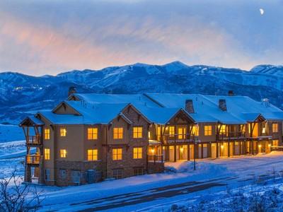 Condominio for sales at Black Rock Ridge Locals Only Opportunity 1225 W Black Rock Trl #204 Heber City, Utah 84032 Estados Unidos
