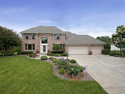 Maison unifamiliale for sales at 2615 Town Lake Dr , Woodbury, MN 55125 2615  Town Lake Dr Woodbury, Minnesota 55125 États-Unis