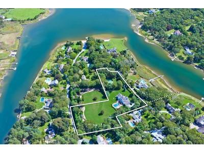 Villa for sales at South Quogue Family Compound 15 Stone Lane Quogue, New York 11959 Stati Uniti