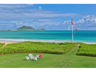 Appartement for sales at Kailua Beachfront Retreat 128 & 136 Kaapuni Drive   Kailua, Hawaii 96734 États-Unis