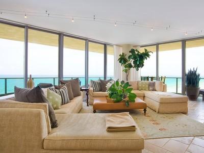 Appartement en copropriété for rentals at Il Villaggio 1605 1455 Ocean Drive Unit 1605 Miami Beach, Florida 33139 États-Unis