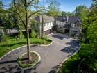 Casa para uma família for  sales at Luxurious Oakville Lifestyle 155 Chartwell Road Oakville, Ontario L6J3Z7 Canadá