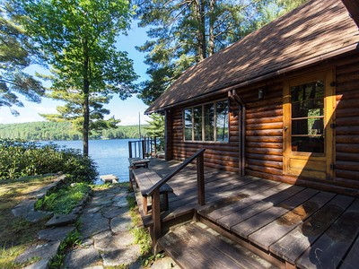 Einfamilienhaus for sales at Sacandaga Lake Front Log Cabin 2212 North Shore Rd Hadley, New York 12835 Vereinigte Staaten